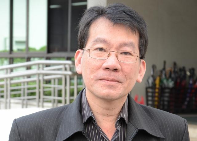 Dr. Andreas Himawan